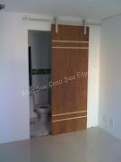 Esta porta foi colocada do lado errado, mas depois é só trocar o lado que .