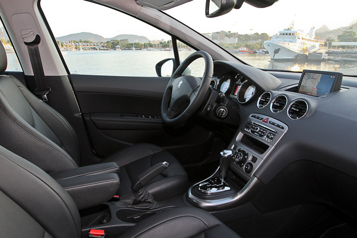 Novo peugeot 408 mirou no corolla e no civic mas for Interior 408 allure