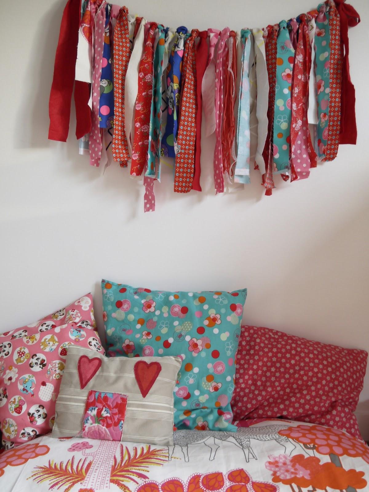 décoration chambre enfant rose rouge orange