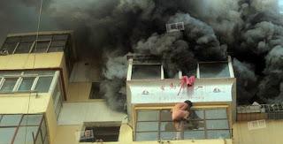 cewek-telanjang-terjub-dari-gedung-terbakar
