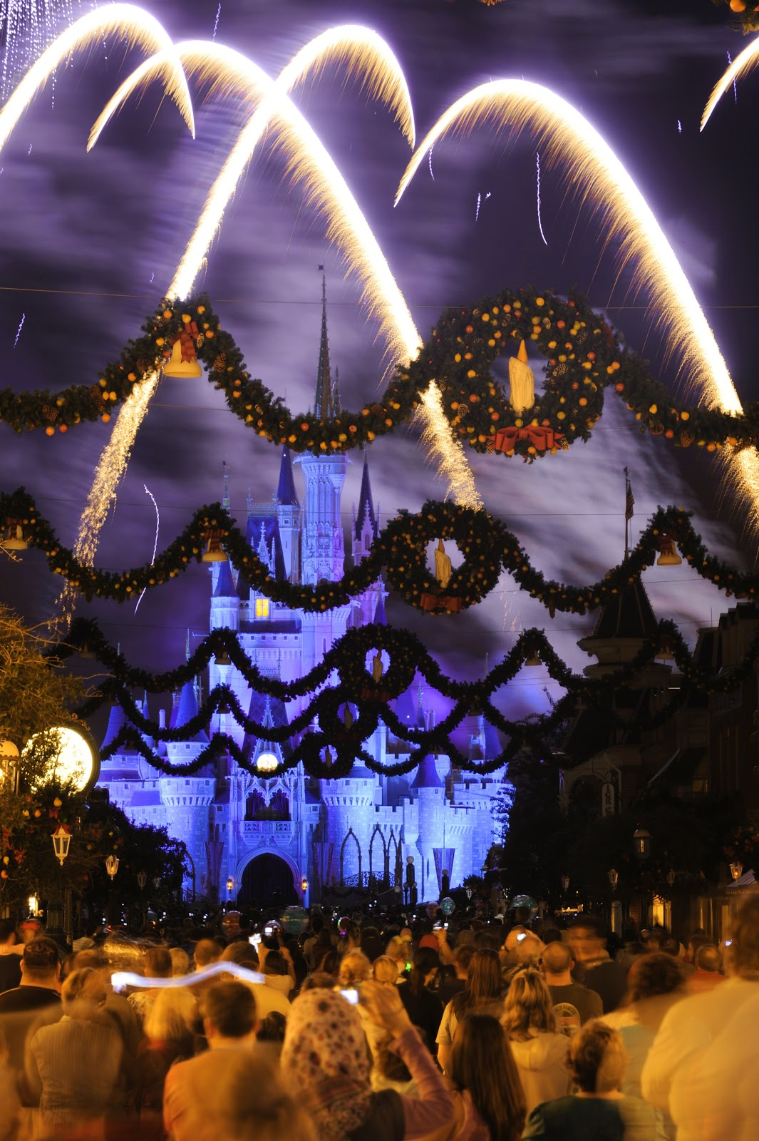 save join mickey mouse and friends for mickeys very merry christmas party at disney world
