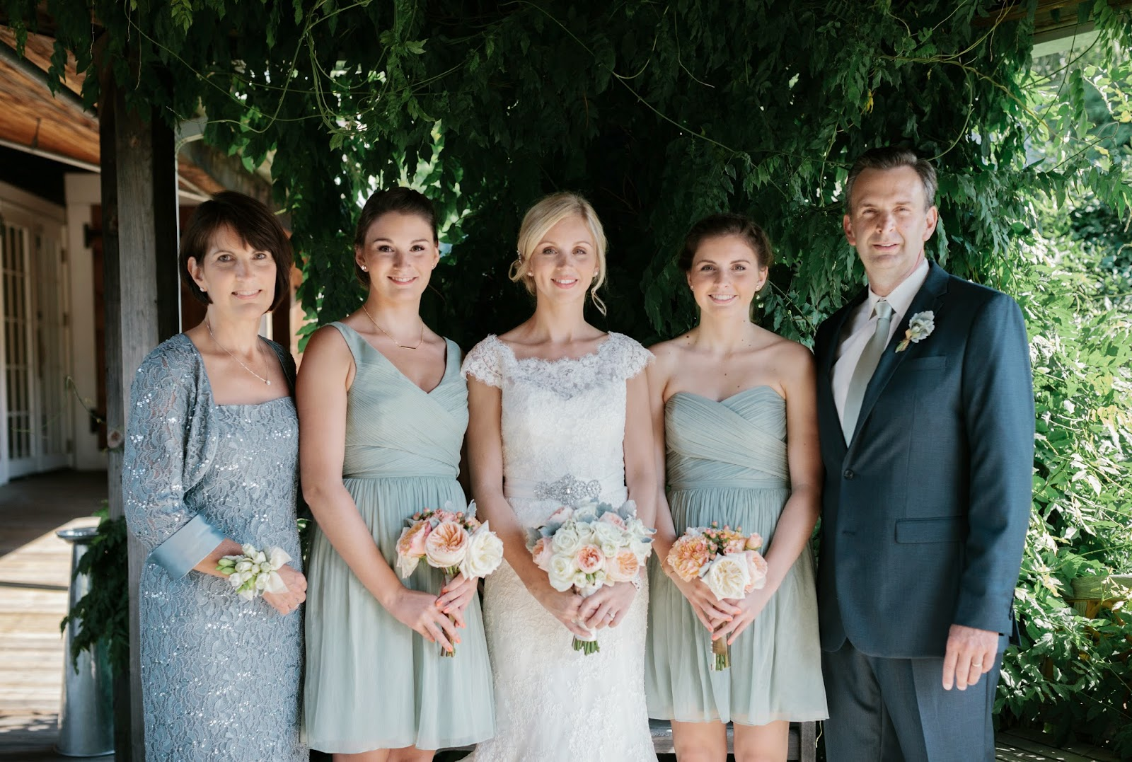les fleurs : jess jolin photography : red lion inn : sea foam bridesmaid dresses : peach, coral, sea foam, mint : garden roses