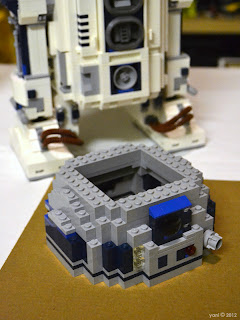 lego r2d2 - r2's head is mostly empty space