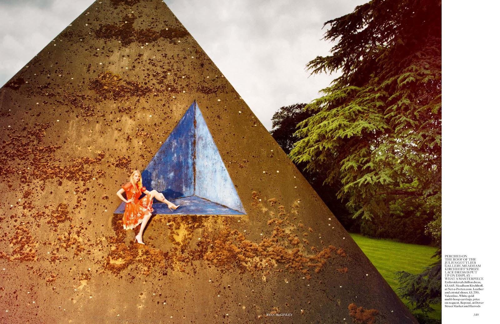 http://2.bp.blogspot.com/-TqNmBbilZAU/UCAz8XA4YDI/AAAAAAAAVNs/Ika6U3Ijys4/s1600/Lara+Stone+-+Vogue+UK+September+2012+3.jpg