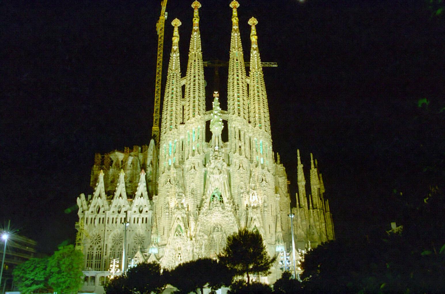 Arquitetando igreja da sagrada fam lia barcelona - Estilo sagrada familia ...