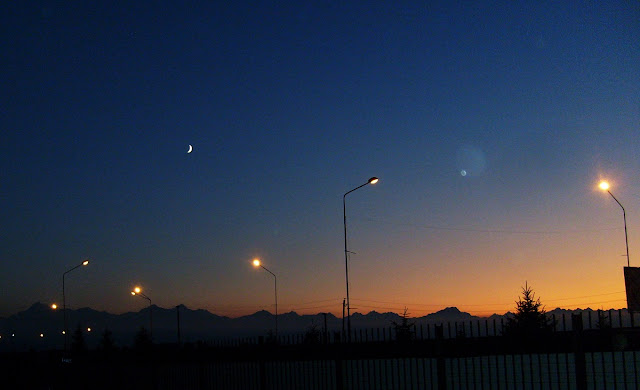 Луна над ночными горами. Кавказ