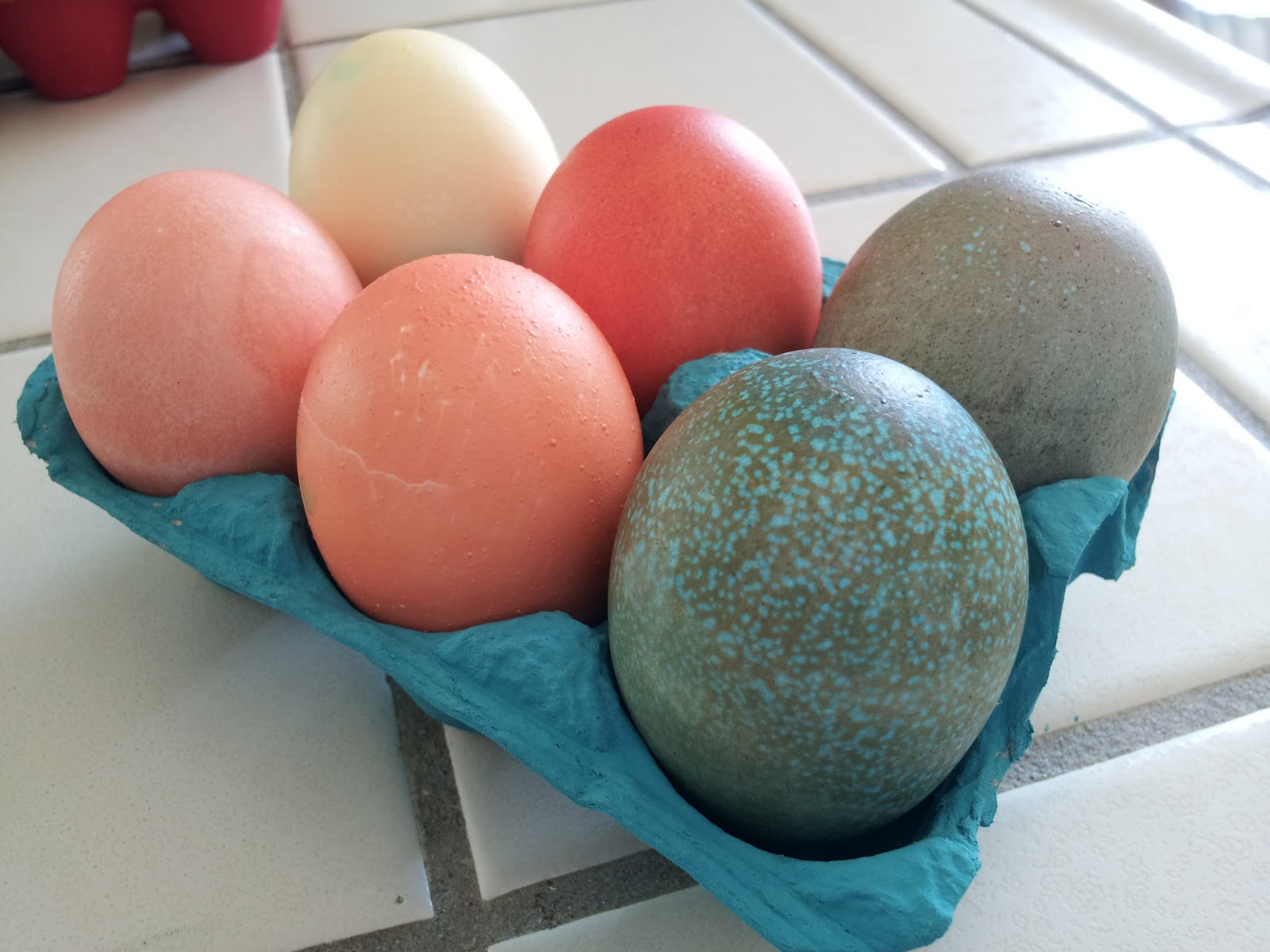 the nifty nest: How to Dye Easter Eggs with Food Coloring