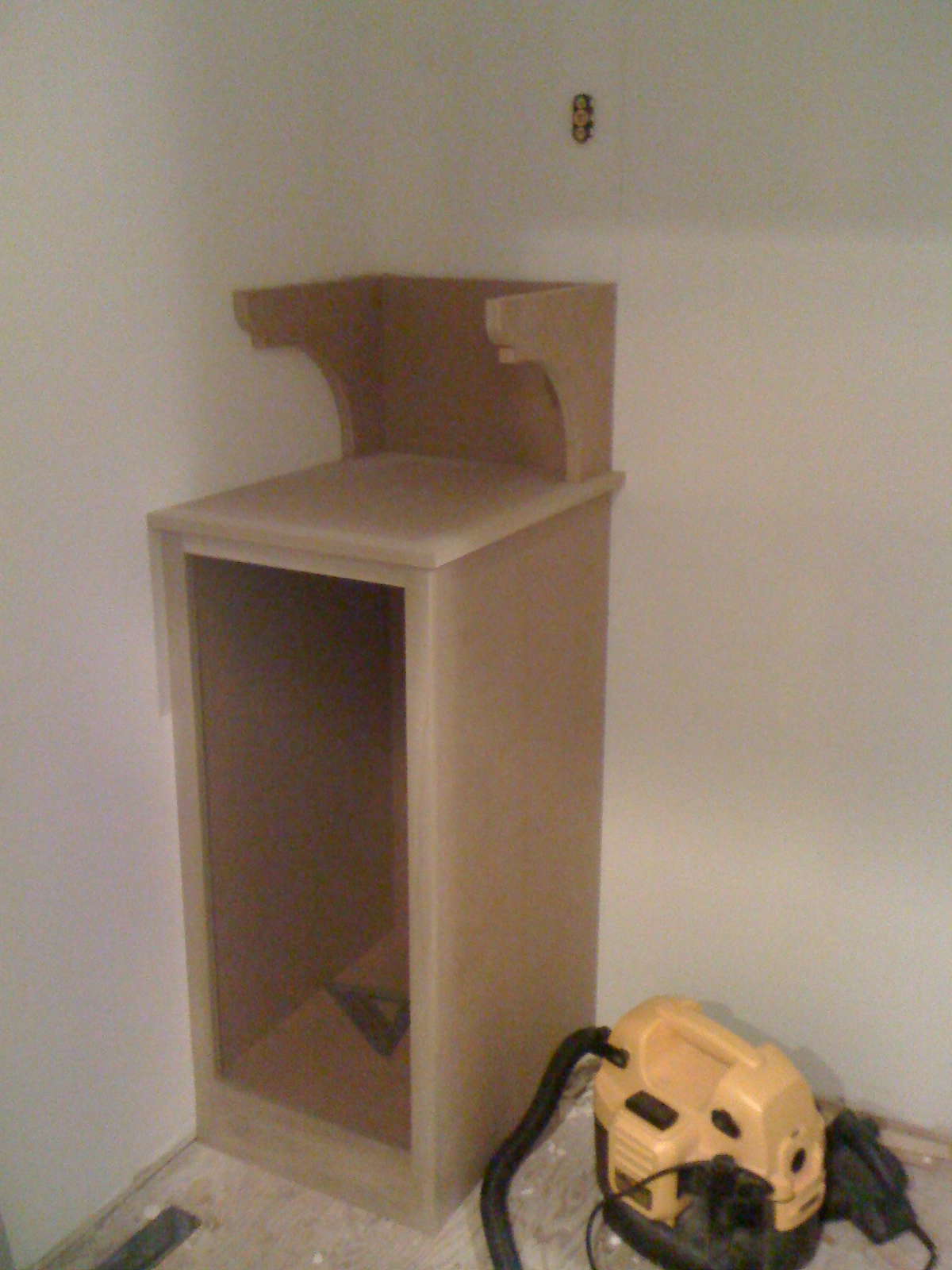 Now i have the lower cabinet built installed and the corbels set