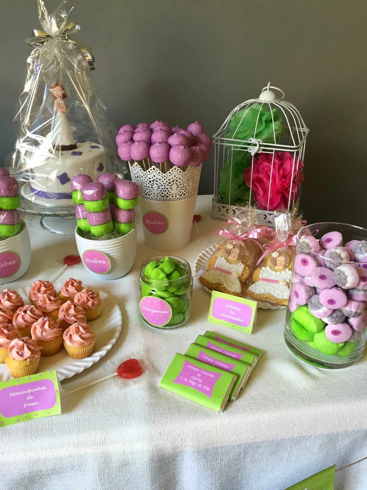 Sabores muy dulces mesa dulce para comuni n verde y morado for Mesas dulces comunion nina