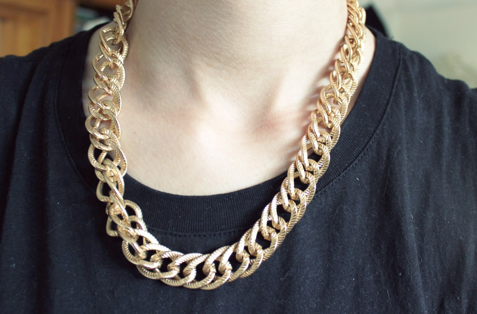 Gold Chain Tumblr Outfits | www.imgkid.com - The Image Kid ...