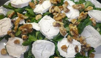 Ensalada verde con nueces y queso azul, receta paso a paso
