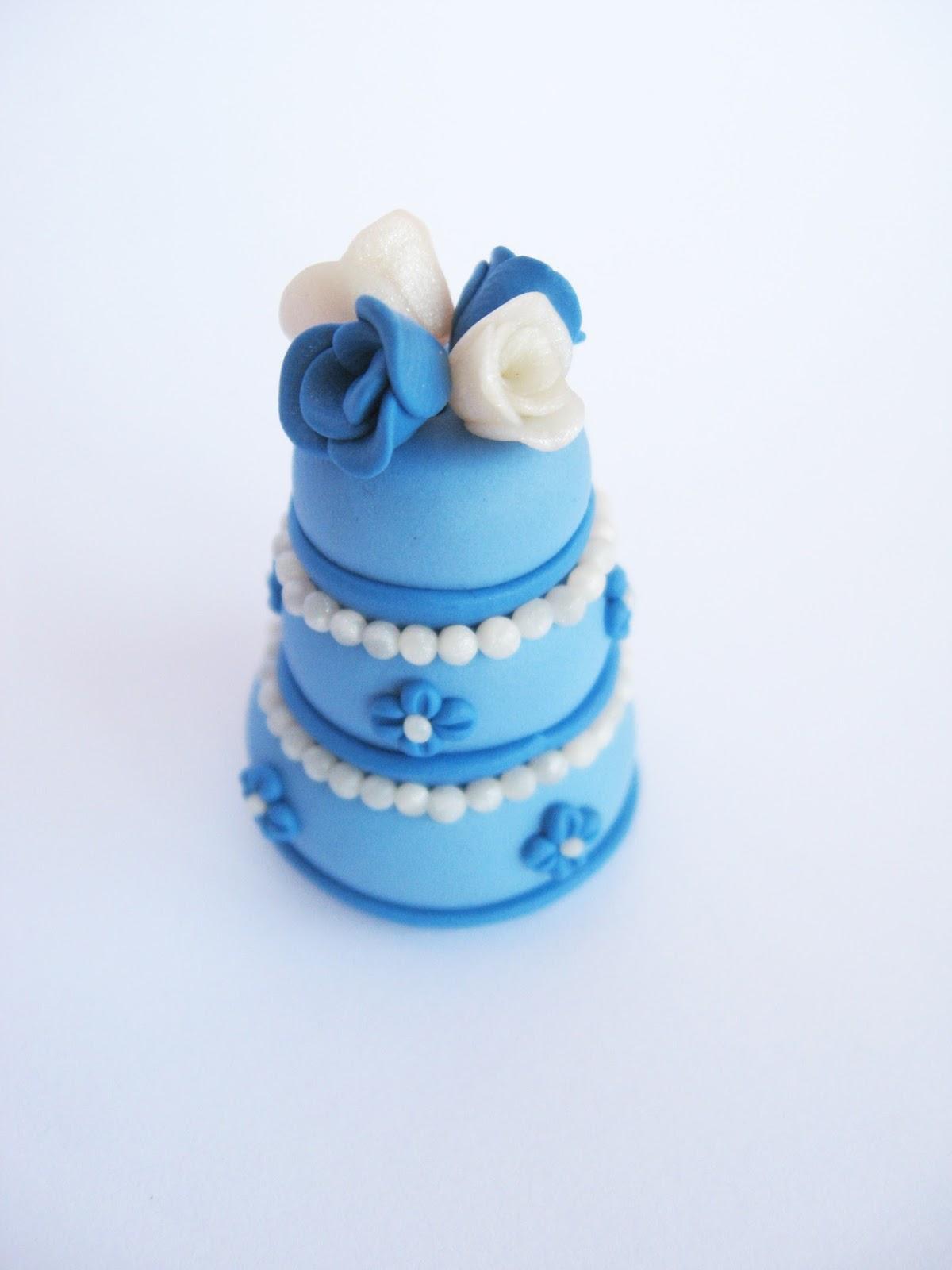 gâteau pièce montée bleu