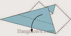 Bước 4: Gấp chéo lớp giấy trên cùng tờ giấy xuống phía dưới.