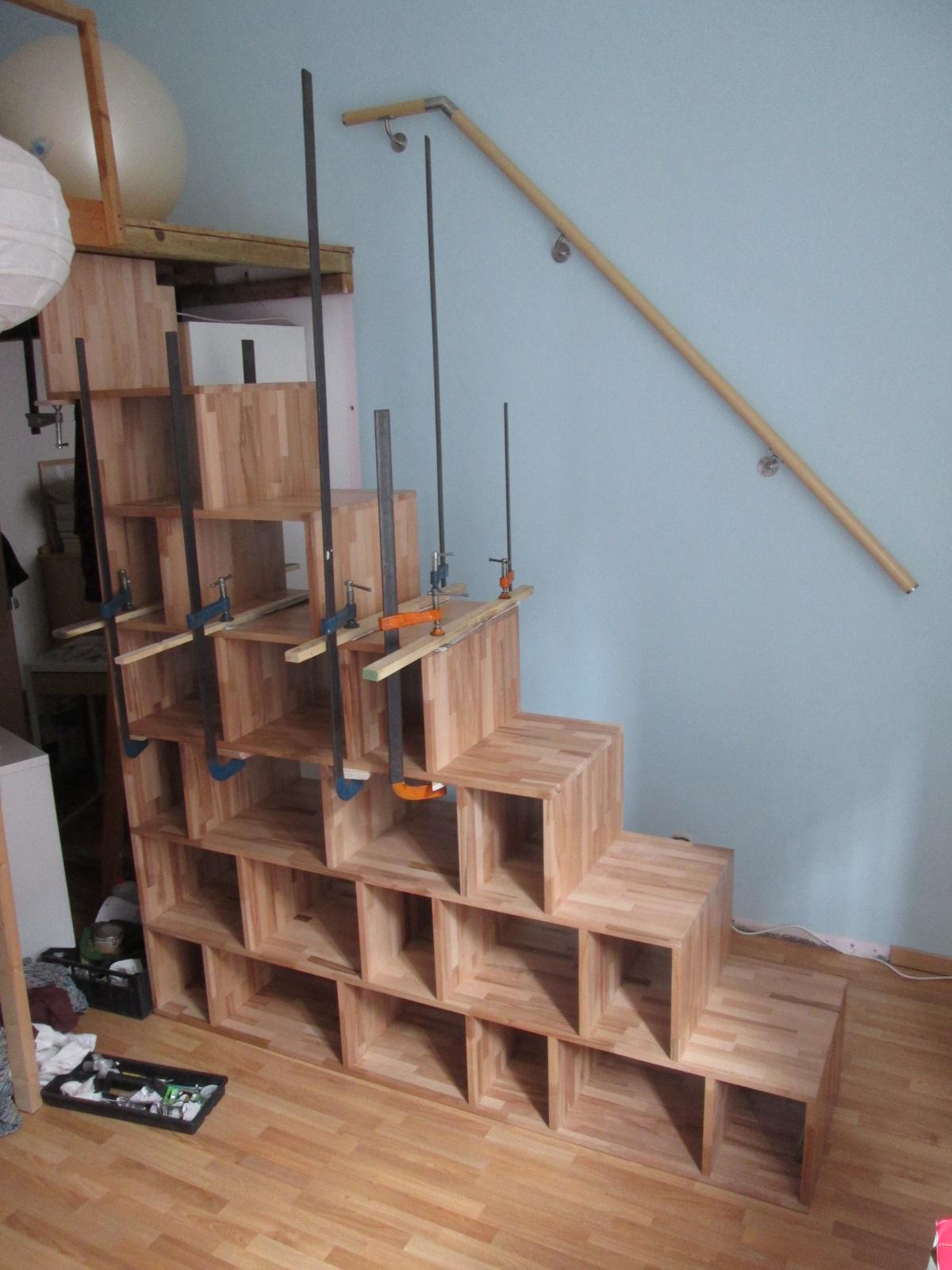 La tana del truciolo scala libreria in faggio massello for Coprigradini per scale in legno ikea