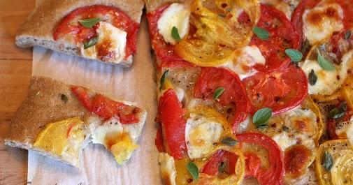 everyday art fresh tomato pizza. Black Bedroom Furniture Sets. Home Design Ideas