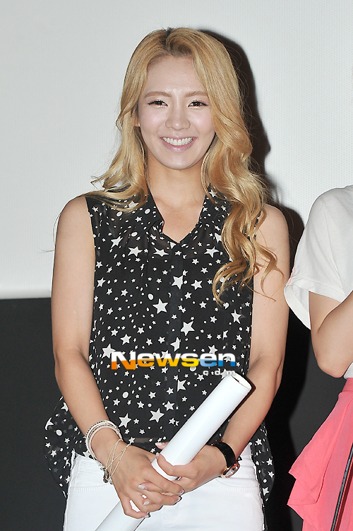 "[PICTURE] SNSD Hyoyeon and Sunny ""I AM"" Movie Screening"