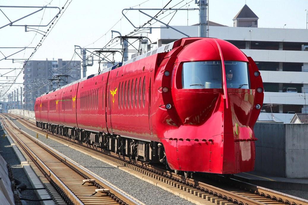 Gambar Kereta Api GundamRed Comet  di Jepang