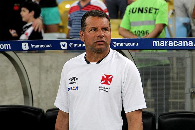 Celso Roth teve demissão do Vasco anunciada imediatamente após o fim da partida (Foto: Paulo Fernandes/Vasco)