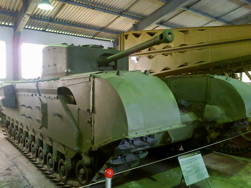 """Черчиль """"крокодил"""" в танковом музее Кубинка, Россия, фото Михаила Т."""