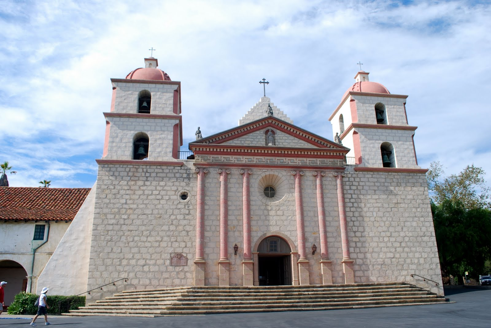 Santa barbara mission church pictures to pin on pinterest for Case in stile missione santa barbara