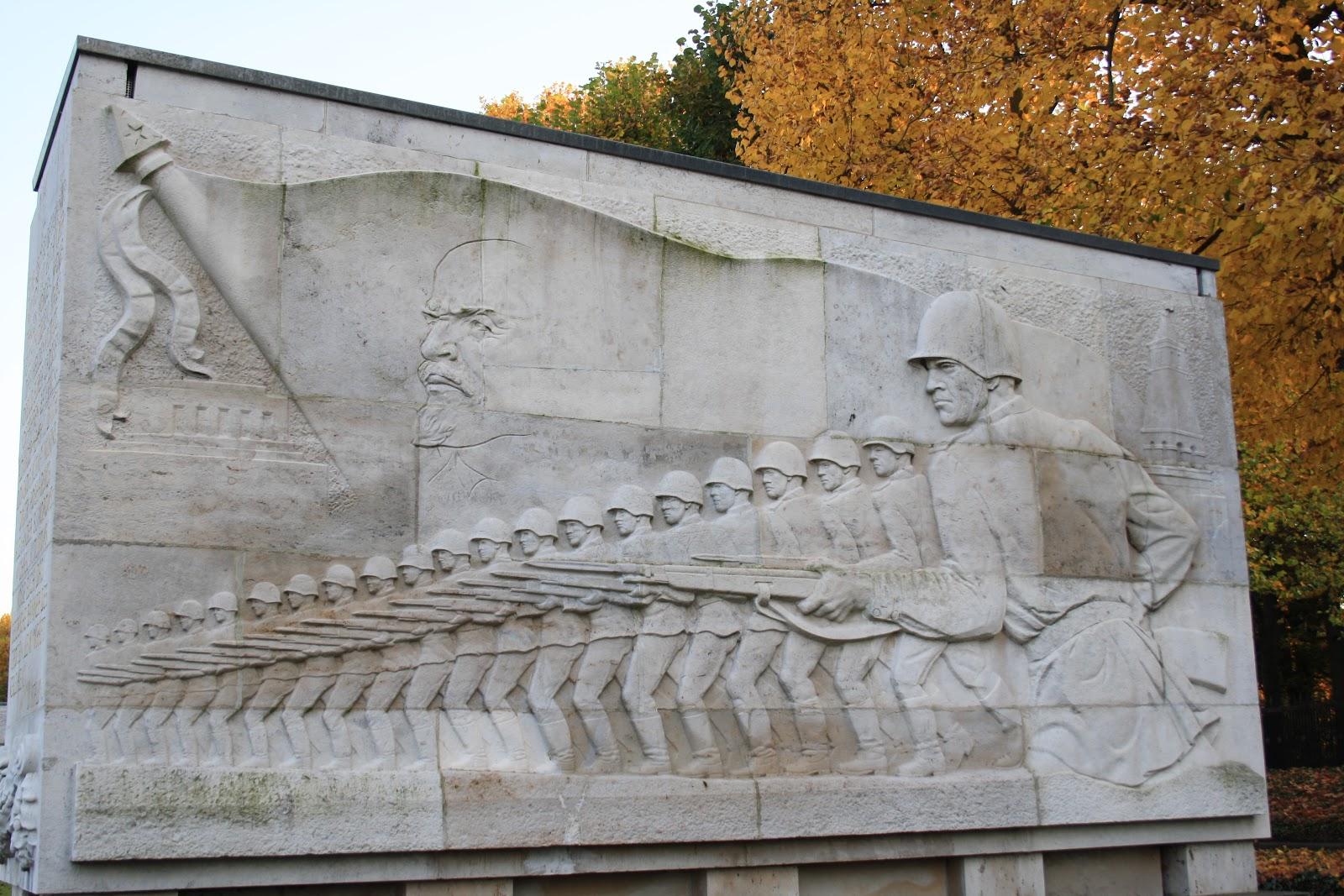 Bas Relief Mémorial Russe Treptower Park Berlin