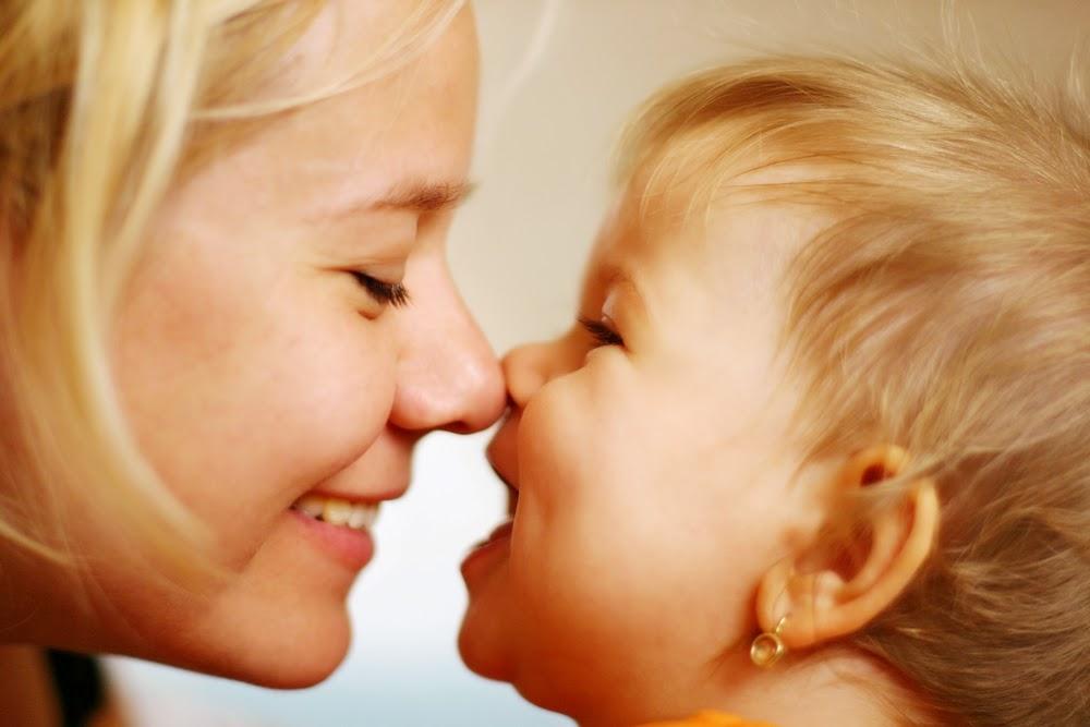Madre y bebé sonriendo