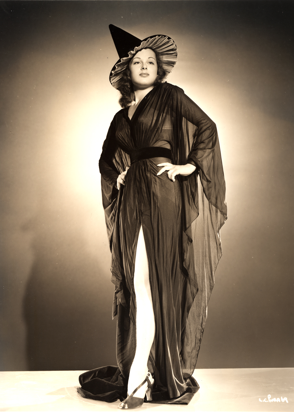 Sexy Witches – 15 Vintage Photos of Hollywood Actresses Posing in ...