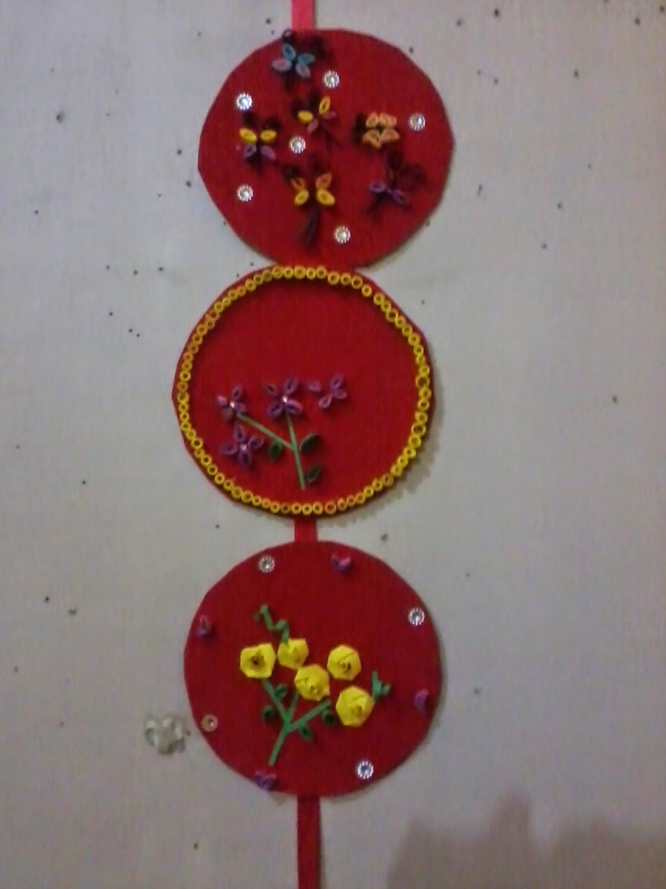 Recycling of waste material handmade crafts ideas best for Wall hanging out of waste material