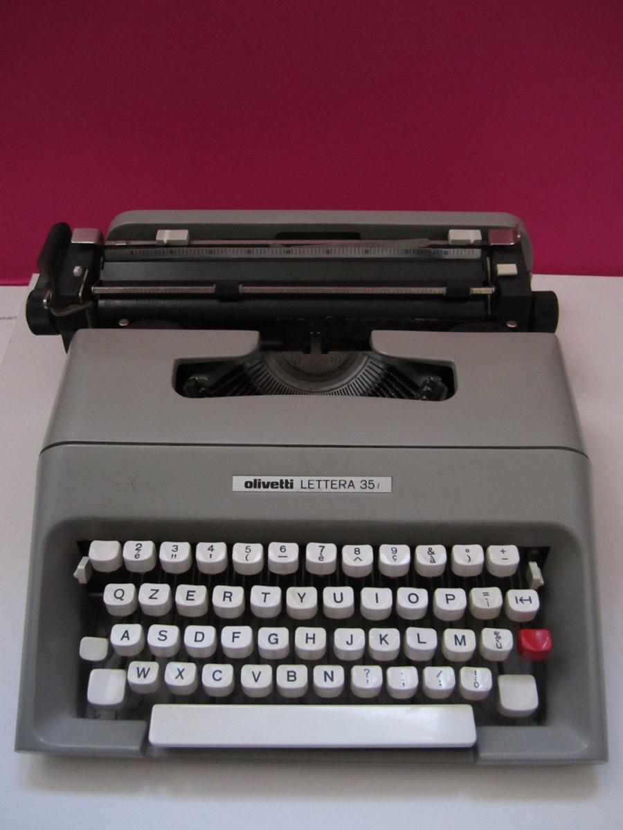 ... Olivetti Lettera 35 , un pezzo di design del 1975 disegnata da Mario