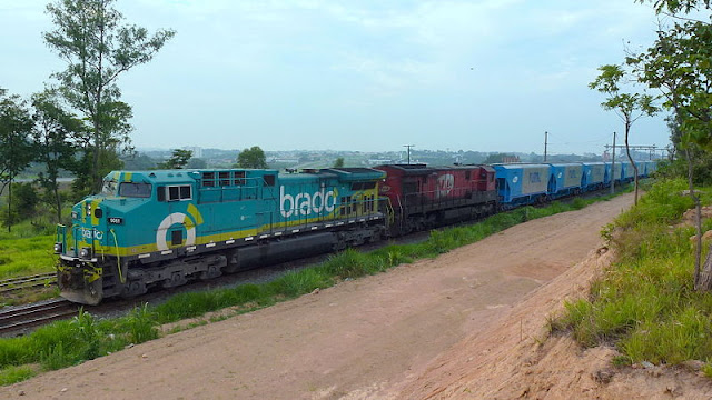 Gambar Kereta Api Lokomotif Diesel 22