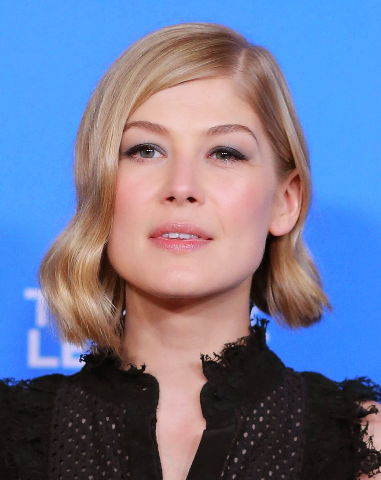 Rosamund Pike wins the Virtuosos Award at the 30th Annual Santa Barbara International Film Festival