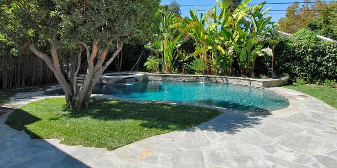 Fotos de piscinas piscina de casas sencillas for Diseno de piscinas para casas de campo