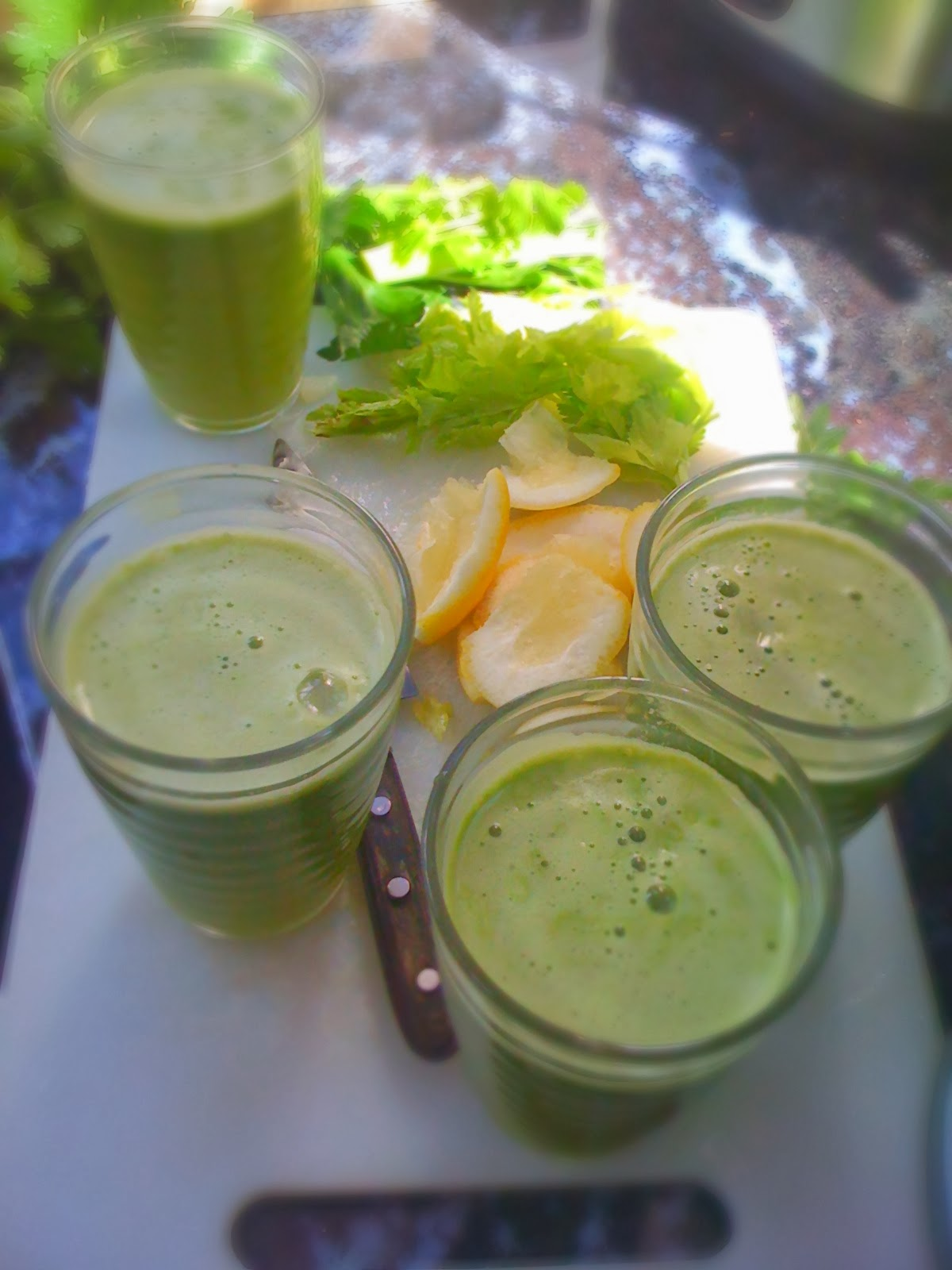 raw juice magic: celery, lemon and apple juice