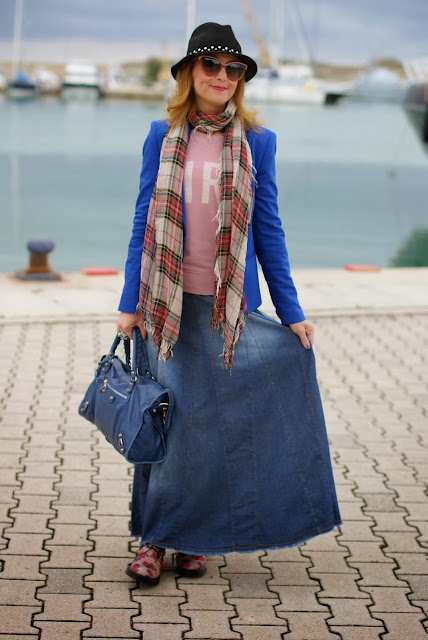 Maxi denim skirt, Balenciaga City blue, Fashion and Cookies, fashion blogger