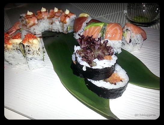 tabla de sushi variada, compuesta por Maki arcoiris, maki doble langostino, maki pez mantequilla tempurizado y maki de atún picante - tastem restaurante japonés valencia 3