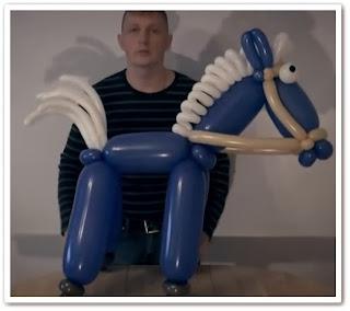 видеоурок онлайн Как сделать лошадку из воздушных шариков