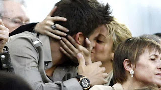 Shakira, Pique Announce Baby Shower, Show Off Maternity Shots (LOOK)
