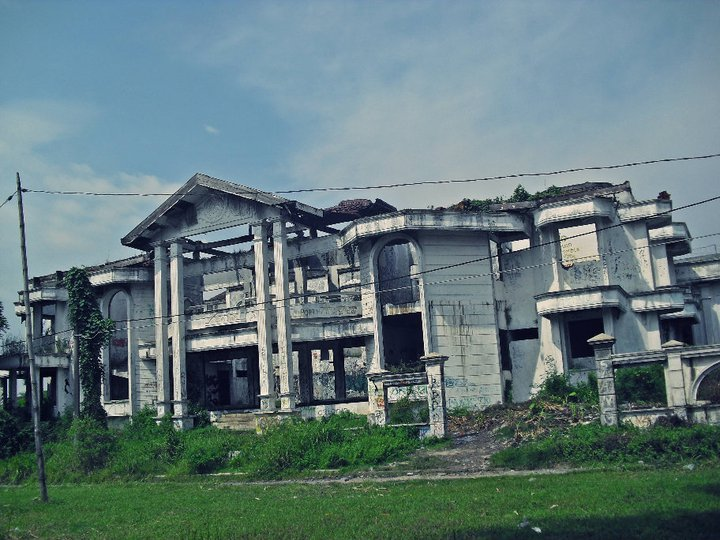 FREEAAAKKKK!!!!: FaktaTentang Rumah Hantu Darmo