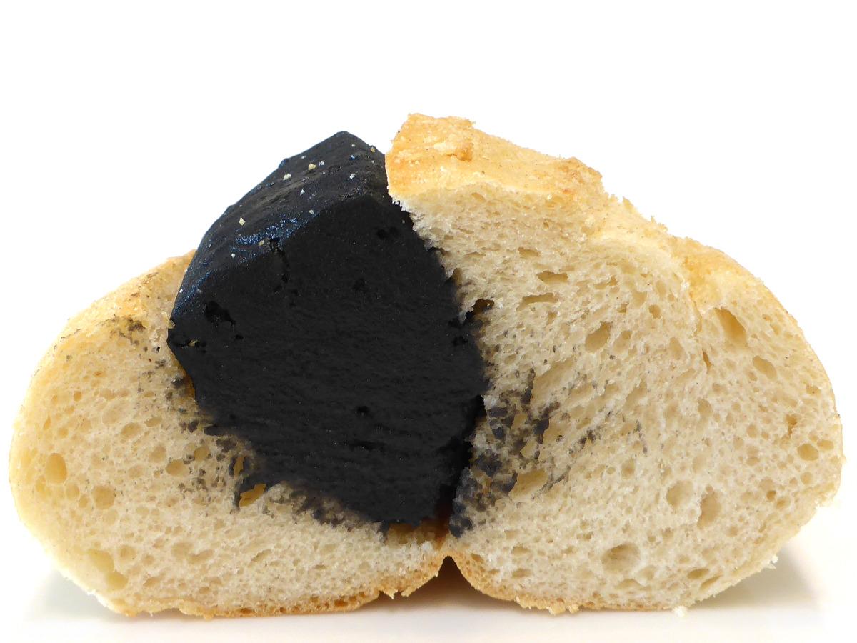 黒ごまあんぱん(Black sesame-Anpan) | La Panaderia(ラ・パナデリーア)