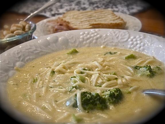"""""""Easy Peesy"""" Broccoli Cheesy Soup"""