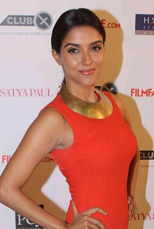 Asin at th Filmfare Awards hot photos