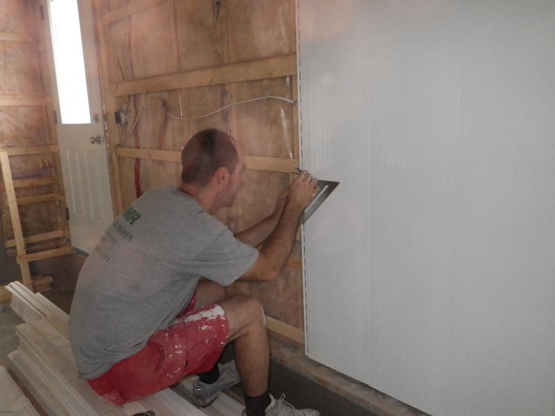 Jour 102 de travail rev tement int rieur du garage chez les fournier - Comment isoler un mur interieur du froid ...