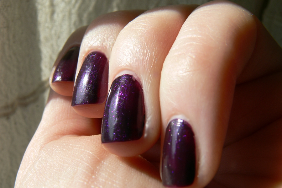 Avon Gel Finish Perfectly Plum swatche na paznokciach