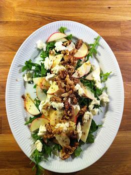 Salat med æbler og valnødder