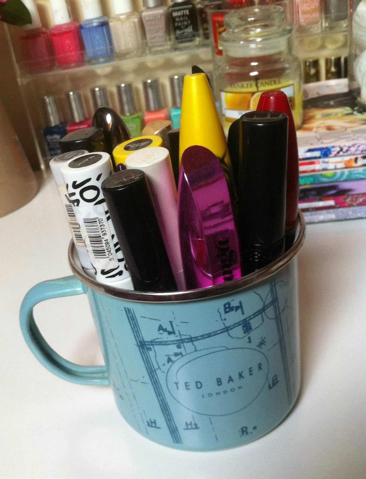 My mascaras live in a Ted Baker tin mug that Dan didn't appreciate for a Christmas present of a relative last year so me and my mascaras did.