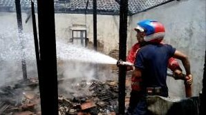Diduga Akibat Konsleting, Rumah Warga Sukun, Sidoharjo, Pulung Habis Terbakar
