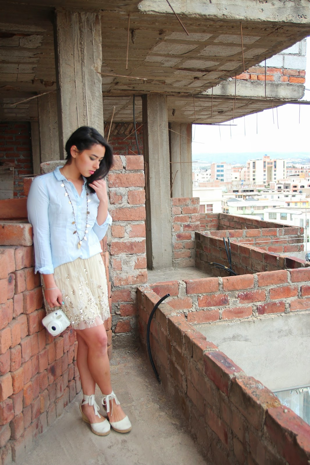 ecuadorian fashion blogger, chambray top, long necklace