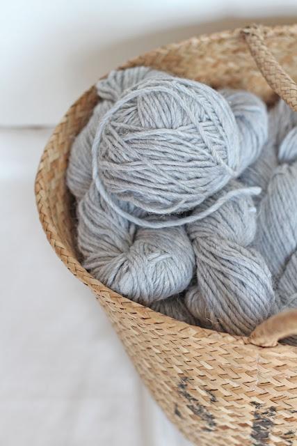 Wollstrickdecke mit Zopfmuster, Wolle: Drops Design