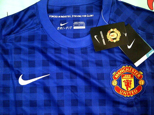 detail kain jersey MU away 2013