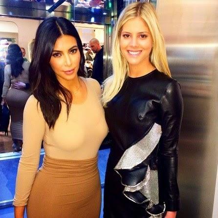 De frente, Kim continua linda, mas o espelho foi um grande inimigo e revelou o que nenhuma mulher gostaria